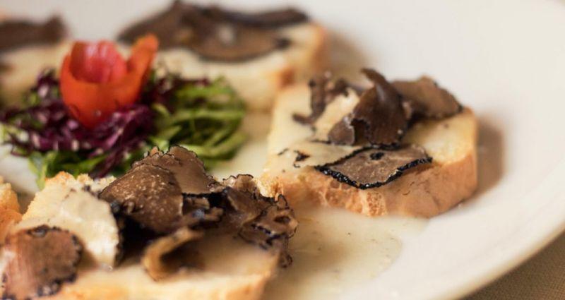 offerta Cucina casalinga pasta fatta a mano - occasione Specialità risotto porcini e tartufo