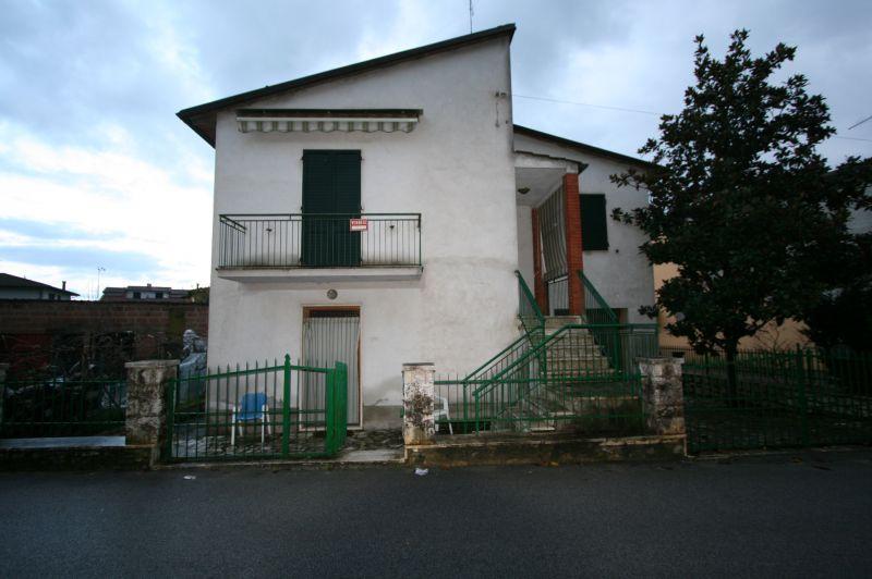 CS83 Vendesi casa singola di 166 mq disposta su due livelli