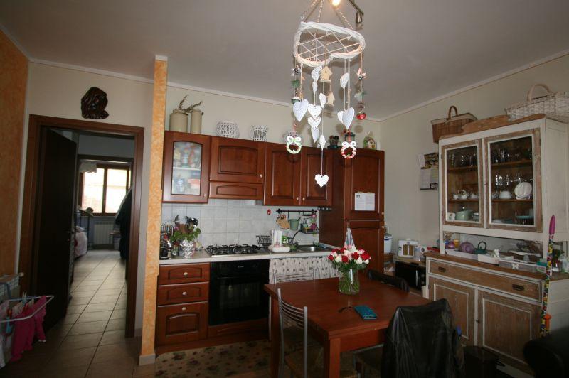 AP922 Lucignano vendesi in posizione panoramica appartamento con ingresso condominiale di mq 60