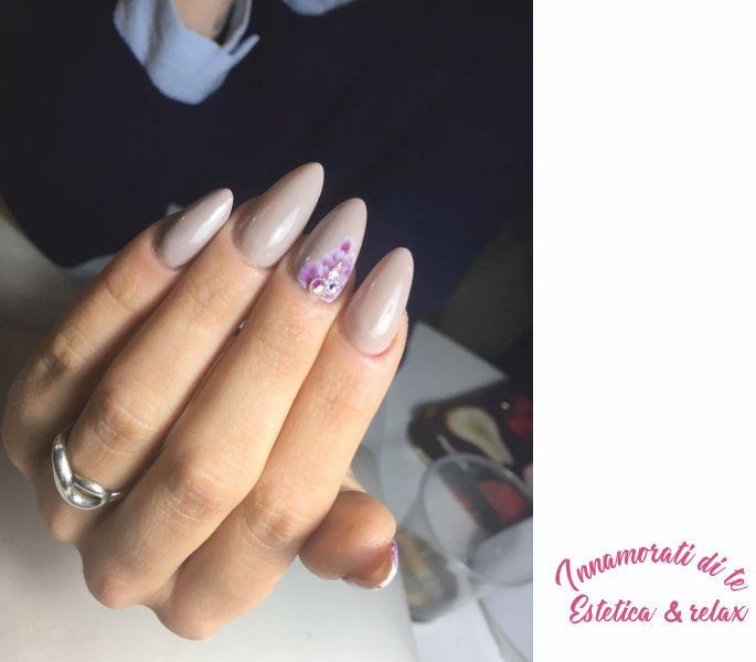 INNAMORATI DI TE estetica e relax offerta ricostruzione unghie - promozione nails art acrygel