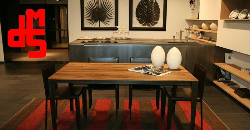 Offerta Tavolo in Rovere e ferro grezzo brunito - Occasione Tavolo in Rovere stile antico